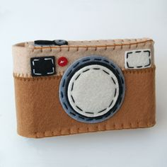 Felt Camera Case - Brown make it flat for picture page:)