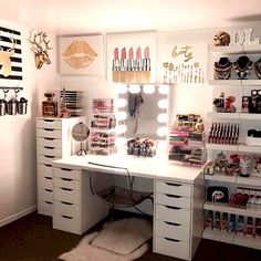 DIY Simple Makeup Room Ideas, Organizer, Storage and Decorating - Beauty room - Vanity Makeup Rooms, Makeup Room Decor, Vanity Room, Makeup Vanities, Beauty Room Decor, Makeup Vanity Tables, Vanity Set Ikea, Vanity Set Up, Makeup Studio Decor