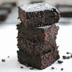 These healthy quinoa brownies are flourless, gluten-free, refined sugar-free, and are gooey and fudgy! What more could you want?