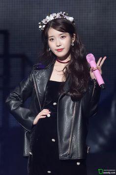 "IU 171203 ""Palette"" Tour Concert 2017 in Cheongju Korean Celebrities, Korean Actors, Korean Dramas, Fandom Kpop, Queens, Snow Girl, Gal Gadot, Female Singers, Girls Generation"
