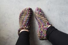 Say hello to a new pair of slippers! Believe it or not but you can make these crochet slippers in just one hour!