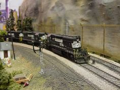 Match set of SD40-2s work north on the RS-Alabama Division - Model Railroader Magazine - Model Railroading, Model Trains, Reviews, Track Plans, and Forums