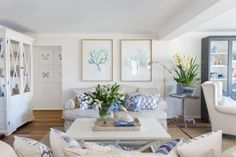 Now THIS is how you do Hamptons decor in Australia! - The Interiors Addict Now THIS is how you do Hamptons decor in Australia! - The Interiors Addict The decoration of our home is actually an exh. Hamptons Living Room, Coastal Living Rooms, Home Living Room, Living Room Decor, Hamptons Bedroom, Die Hamptons, Hamptons Style Decor, Hamptons Beach Houses, Style At Home