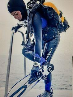 Scuba Girl, Scuba Diving, Golf Bags, Female, Sports, Wetsuit, Woman, Girls, Diving