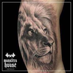 By Camilo Tuero #tattoo #tattoos #tatuagens #tatuagem #realismo #realism #blackandgrey #blackandgreytattoo #portrait #reslistic #lion #leao #animal #animals #king #man