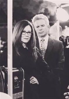 Mary McDonnell y Tony Denison en The Closer.