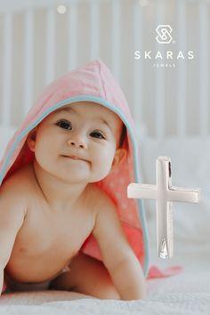 Για τη βάπτισή της, επιλέξτε ένα σταυρό με κλασσική γραμμή αλλά και μια πολύ σύγχρονη λεπτομέρεια, που κάνει τη διαφορά! Χαρίστε της ένα πολύτιμο κόσμημα που θα κρατήσει για πάντα! Δείτε όλη μας τη συλλογή βαπτιστικών σταυρών για κορίτσι, με εκπτώσεις έως -40% και επιλέξτε τον δικό της εδώ: Jewels, Face, Inspiration, Biblical Inspiration, Jewerly, The Face, Gemstones, Faces, Fine Jewelry