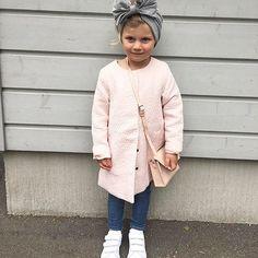 Sydän suli tänään tämän kuvan kohdalla ❤️Täydellinen combo vaaleanpunaista, harmaata ja valkoista -love the look Simppeliä, tyttömäistä mutta niin tyylikästä @whitefeatherdream  PS. Cant believe how much she's grown ✨