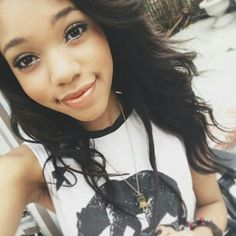 Ugh! She is so pretty!! I wish I was as pretty as her LOL