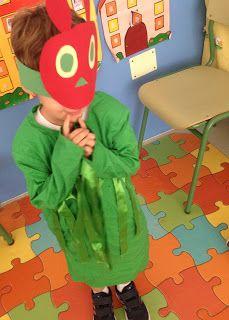 Disfraz de la pequeña oruga glotona para teatro. Muy sencillo.  Very hungry caterpillar easy mask.