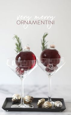 Very Merry Ornamentini – The perfect way to serve drinks without spilling! Very Merry Ornamentini – The perfect way to serve drinks without spilling! Noel Christmas, Christmas Treats, Holiday Treats, Christmas Cookies, Holiday Recipes, Christmas Decorations, Christmas Ornament, Xmas, Christmas Turkey