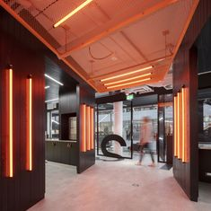 Sonica realized the design of the first international offices and EMEA headquarters for software company, HubSpot, located in Dublin, Ireland. Gym Design, Cafe Design, Store Design, Gym Interior, Office Interior Design, Corporate Interiors, Office Interiors, Architecture Restaurant, Interior Architecture
