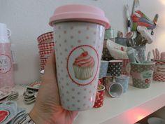 Coffee to go von Krasilnikoff http://living-sweets.com/Krasilnikoff