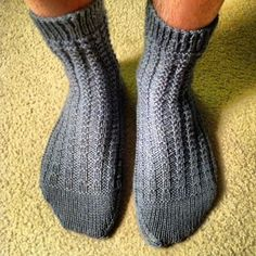 (Mostly) Ridge Rib Socks | AllFreeKnitting.com