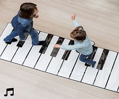 """Con este teclado para tocar el piano en el suelo podrás emular la gran pelicula de Tom Hanks """"Big"""", ademas podrás entretener a tus niños y comenzar a meterlos en la senda de la música divirtiendose. ¿Quieres ser mayor? Busca a Zoltac."""