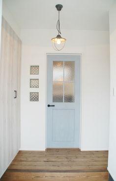 こだわりを詰め込んだ木のぬくもりを感じるおうち - かわいい家photo Patio Interior, Interior Windows, Interior And Exterior, Interior Design, Door Design, House Design, Bright Homes, House Entrance, Japanese House
