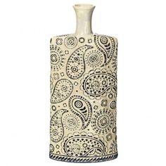 Jarrón decorativo modelo Amebas, para decorar tu salón o cualquier estancia de tu hogar. Fabricado en cerámica crema y azul:  Medidas disponibles:         8 x 17.5 x 38.5 cm         9.5 x 18 x 16.5 cm