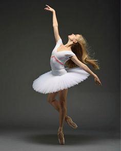 Sasha De Sola (San Francisco Ballet).  photo by Erik Tomasson