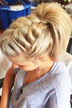 27 Easy Cute Hairstyles for Medium Hair LoveHairStyles com is part of braids - We have created a photo gallery featuring cute hairstyles for medium hair that you can create in little time 5 minutes or less Ideal for busy ladies! Cute Simple Hairstyles, Cute Hairstyles For Medium Hair, Up Dos For Medium Hair, Ponytail Hairstyles, Pretty Hairstyles, Medium Hair Styles, Braided Hairstyles, Natural Hair Styles, Short Hair Styles