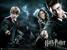 Livros que viraram filmes: série Harry Potter ~ Os sete livros da autora J.K. Rowling deram origem a oito filmes, que contam com vários detalhes que não estão originalmente nos livros. Do mesmo modo, há aspectos dos livros que não constam nos filmes.De forma geral, as adaptações foram bem recebidas pelos fãs.