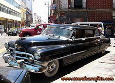 Registros Automotivos do Cotidiano: Cadillac Limousine 1950  Não é só no Brasil, mas em qualquer lugar do planeta, ver um Cadillac dos anos 50, limousine, pára qualquer esquina! Tenho certeza que todos que passaram por ele o notaram!