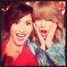 """@/ddlovato: Look who I got to see tonight <3 <3 <3 you @/taylorswift"""