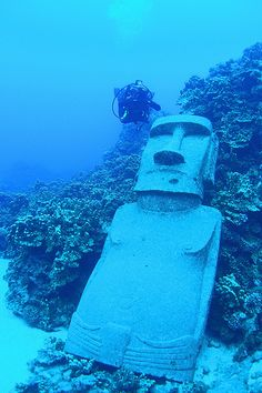 under water easter island statues Polynesian Islands, Ancient Ruins, Ancient Artifacts, Ancient History, Easter Island Statues, Underwater Sculpture, Tiki Art, Tikal, Diving