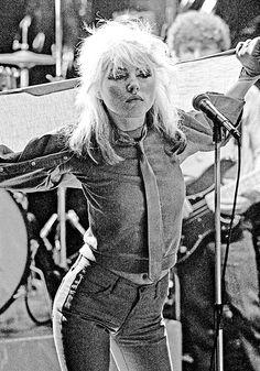 """""""Diese Frau ist einfach nur badass! Ob Punk-Lady oder Vamp – bei Debbie Harry lass ich mich gern inspirieren."""" The Stylelist Evelyn: Zalando Mitarbeiter zeigen ihren Style"""