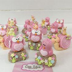 Boa tarde! Pra vcs , Jardim produzido pela competentíssima @crissreis #jardimcleosilva Mini Cakes, Cupcake Cakes, Halloween Sugar Cookies, Owl Cookies, Clay Animals, Pasta Flexible, Baby Party, Childrens Party, Cold Porcelain