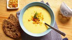 Alles schmeckt besser mit Butter, sagte mal ein weiser WG-Mitbewohner :-) Besteht dabei die Basis aus Pastinaken und Äpfeln ist das Suppenglück perfekt!