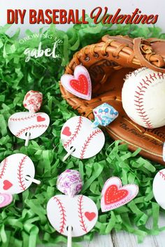 Make your favorite slugger DIY baseball valentines day cards using paper and a lollipop sucker! Great ideas for kids to make for classroom parties. #valentines #valentinesday #baseballlife #baseballlife #craftsforkids