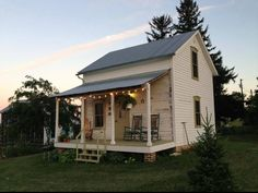Tour of charming Trout River Log Cabin, vacation rental in Iowa — via Small House Swoon Tiny Cabins, Tiny House Cabin, Cabins And Cottages, Tiny House Living, Cabin Homes, Log Homes, Small Cottages, Log Cabins, Small Living