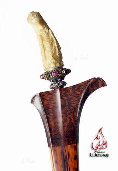 Kekojongan sheath style Balinese dagger ( keris) , from sneak wood , Kusia shape handle , made from whale tooth,