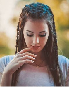 5 Super Hot Braided Hairstyles For Long Hair 2019 for you – Take a look! Do you have long hair and are you confused about having a braided hairdo? Take a look at the collection that we have for you in the 5 Super Hot Braided Hairstyles For Long Hair. Cute Braided Hairstyles, African Braids Hairstyles, Trendy Hairstyles, Wedding Hairstyles, Asymmetrical Hairstyles, Shag Hairstyles, Brunette Hairstyles, Funky Hairstyles For Long Hair, Feathered Hairstyles