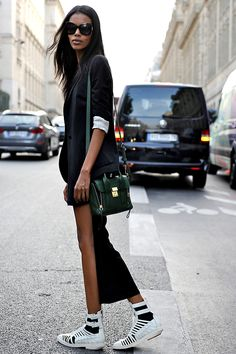 she is so insanely cool. #GraceMahary #offduty in Paris #fashion #streetstyle #moda