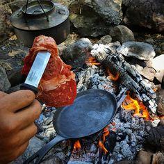 Adlı kullanıcının camping according to guys panosundaki pin Backpacking Food, Camping Meals, Camping Stuff, Open Fire Cooking, Fire Food, Survival, Bushcraft Camping, Cast Iron Cooking, Outdoor Cooking