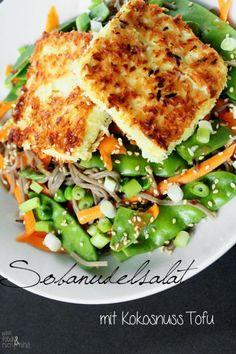Vegan Grillen mit Minzgrün – Sobanudelsalat mit Erdnussdressing & Tofu in Kokospanade