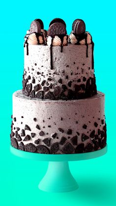 This Chocolate Oreo Cake recipe is to die for! A moist chocolate cake recipe full of Oreo icing and crushed up Oreos. An Oreo lover's dream dessert. Big Cakes, Food Cakes, Cupcake Cakes, Sweets Cake, Crazy Cakes, Cookies And Cream Cake, Cake Cookies, Oreo Cookie Cakes, Bolo Glamour