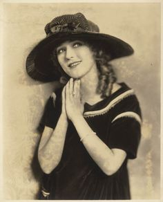 Mary Pickford, America's Sweetheart, wearing a beautiful wide-brimmed hat. (circa Did you remember to wear a hat today? Old Hollywood Movies, Hollywood Actresses, Hollywood Glamour, Classic Hollywood, Edna Purviance, Louise Smith, Mary Pickford, Movie Producers, Hat Day