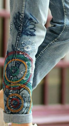 Pin by Savano on Armbanden diy Ropa Shabby Chic, Bordado Floral, Jean Crafts, Denim Ideas, Altering Clothes, Recycled Fashion, Embroidered Clothes, Hippie Outfits, Diy Clothing