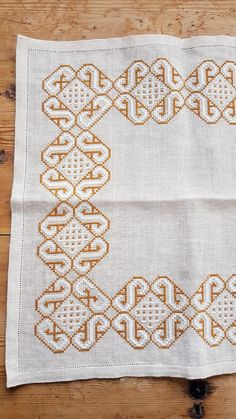 Beautiful cross stitch embroidered tablecloth in white linen from Sweden White Embroidery, Beaded Embroidery, Embroidery Stitches, Embroidery Patterns, Cross Stitch Patterns, Crochet Circles, Bargello, Blackwork, Needlepoint