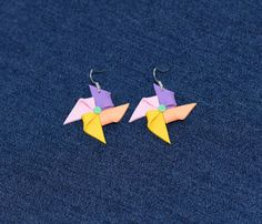 Mori De Vant La Urechi  - A pair of lovely earrings, with handcrafted polymer clay wind mills, in five pastel colors: pink, yellow, peach, purple and green. Made up with silver metal accessories. Cute and chic! Click image to find more cool handmade jewelry by me!  #earrings #polymer #clay #windmill