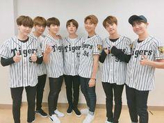 El significado oculto del uniforme de béisbol de Jungkook es tendencia ~ Viajando por el mundo POP - Espacio Kpop