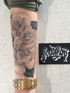 24 Arm Tattoo Ideen für Frauen 24 arm tattoo ideas for women Hamsa Tattoo, Tattoos Mandala, Tattoos Skull, Old Tattoos, Cross Tattoos, Inner Forearm Tattoo, Forearm Sleeve Tattoos, Rose Tattoos For Men, Tattoos For Guys