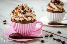 I cupcake alla nutella con frosting al caffè sono dei dolcetti golosissimi e goduriosi perfetti per iniziare la giornata nel migliore dei modi.