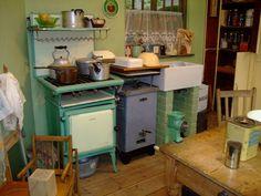 Old fashioned kitchen Mini Kitchen, Miniature Kitchen, Old Kitchen, Farmhouse Style Kitchen, Kitchen Decor, Kitchen Ideas, Farmhouse Decor, Uptown Kitchen, Ranch Kitchen