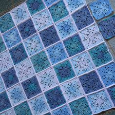 Alkaa jo näyttää peitolta - Starting to look like a blanket #victorianlatticesquare #virkkaus #virkning #crochet #crochetblanket