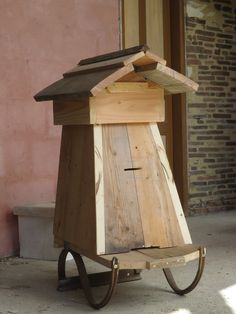 Top Bar Hive, Bee Hive Plans, Bee Hives, Bee Design, Beekeeping, Diy Wood, Habitats, Bees, Construction