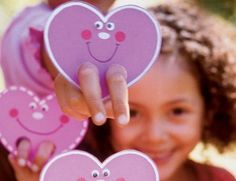 Heart puppets for preschool Valentine's party.