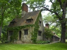 """Gibson's Tudor-Style Mansion in Greenwich Love this charming stone cottage on Mel Gibson's former Greenwich estate, """"Old Mill Farm.""""Love this charming stone cottage on Mel Gibson's former Greenwich estate, """"Old Mill Farm. Tudor House, Ivy House, Tudor Cottage, Gothic House, Cozy Cottage, Cottage Homes, Cottage Style, Cottage Design, Witch Cottage"""